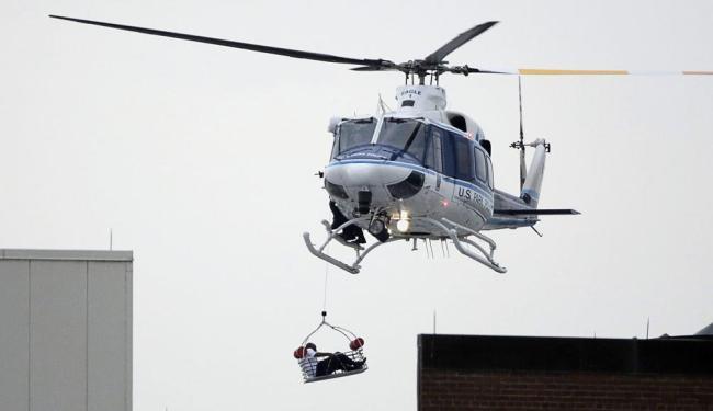Helicóptero evacua ferido no tiroteio - Foto: Jason Reed | Reuters