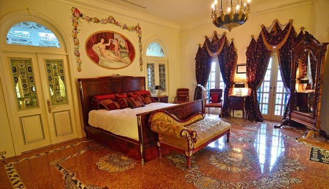 O imóvel da década de 1930, com três andares em estilo mediterrâneo, tem 10 dormitórios - Foto: Agência Reuters