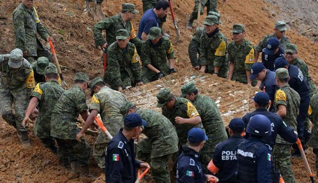 Autoridades trabalharam durante a noite para abrir as estradas e o aeroporto - Foto: Agência Reuters