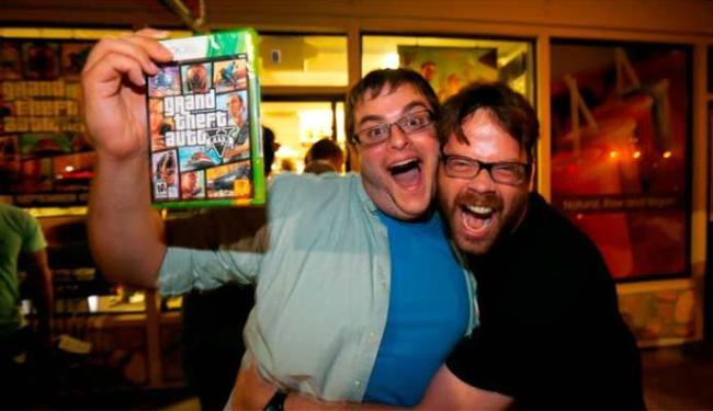 Na Inglaterra, gamers foram às lojas na madrugada para comprarem GTA V - Foto: Agência Reuters