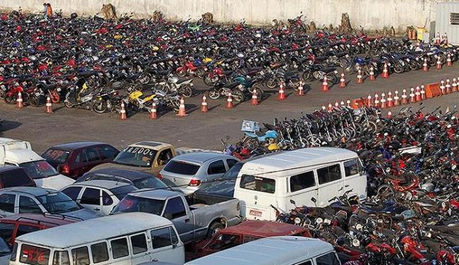 Pátio do Detran está repleto de motos apreendidas. Permanência mínima é de 5 dias, ao custo de R$ 80 - Foto: Lúcio Távora | Ag. A TARDE