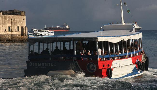 Embarcações voltam a navegas às 11h30 - Foto: Arestides Baptista | Ag. A TARDE