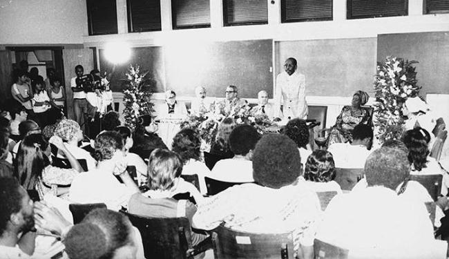 O encontro, em 1981, contou com Vivaldo da Costa Lima (1º à esquerda) e Olga  de Alaketo - Foto: Cedoc A TARDE | Junho de 1981
