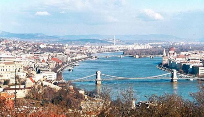 Pontes sobre o rio Danúbio contam muito sobre a história de Budapeste - Foto: Divulgação