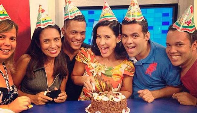 Fã-clube foi cantar os parabéns com Scheila Carvalho - Foto: Reprodução | Instagram