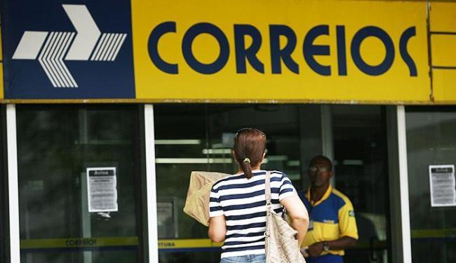 Correios afirmam que 90% dos funcionários da empresa que não aderiram à paralisação - Foto: Raul Spinassé   Ag. A TARDE