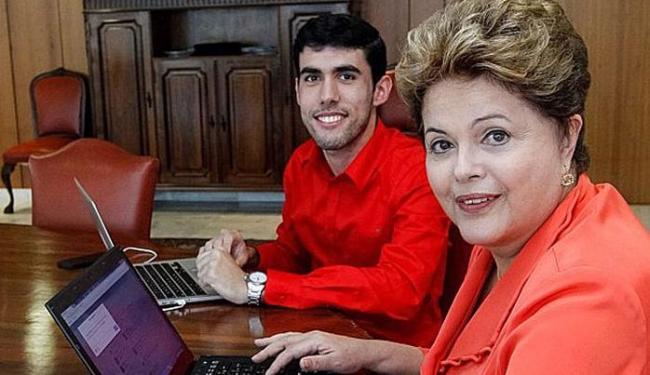 Presidenta Dilma durante encontro com Jeferson Monteiro, criador do Dilma Bolada. - Foto: Instagram | Palácio do Planalto