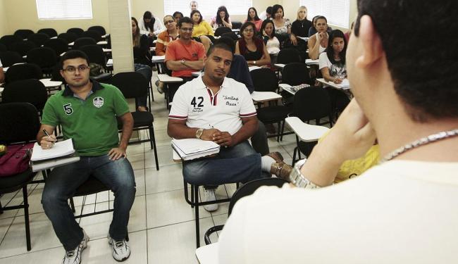Felipe Peixoto, de verde, já trabalhou temporariamente no IBGE - Foto: Mila Cordeiro | Ag. A TARDE