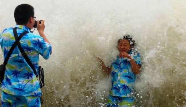 Ondas chegaram a nove metros após passagem de tufão - Foto: Ag. Reuters