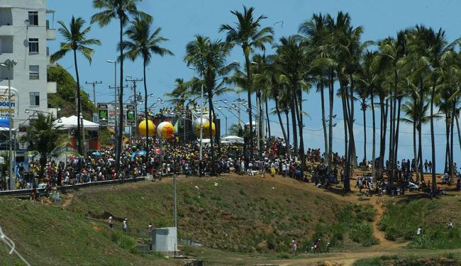 Boatos falavam que carnaval de 2014, começaria do Morro do Cristo devido a obras na Barra - Foto: Edmar Melo   Ag. A Tarde, 05/02/2005