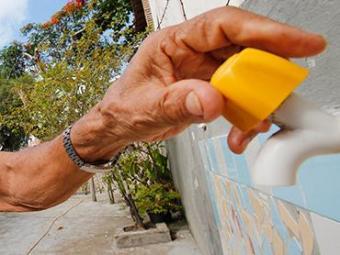 Fornecimento foi suspenso em mais de 100 bairros de Salvador - Foto: Carlos Casaes | Ag. A TARDE