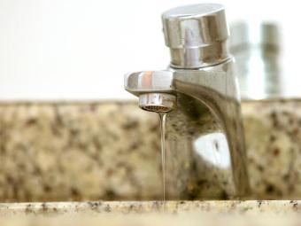 Falta de água levou moradores a protestarem nesta manhã - Foto: Welton Araúo   Arquivo   Ag. A TARDE
