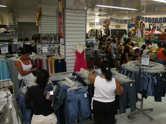 Movimento dos consumidores nas lojas do País foi o segundo melhor do ano - Foto: Joa Souza   Ag. A TARDE
