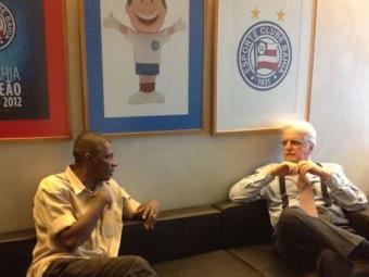 Zé Carlos(à esquerda) e Schmidt discutiram o jogo festivo em comemoração ao titulo de 88 - Foto: Site Oficial do Bahia | Divulgação