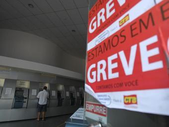 O número de agências fechadas na Bahia chega a 827, sendo 290 sem funcionamento em Salvador - Foto: Raul Spinassé   Ag. A TARDE