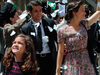 Franz e Pérola festejam juntos nas ruas da cidade - Foto: TV Globo | Divulgação