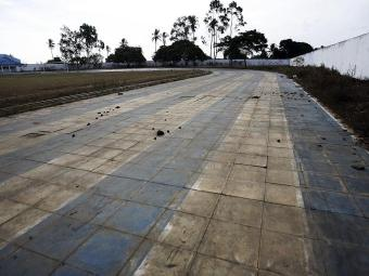 Pista de atletismo abandonada no município baiano de Feira de Santana - Foto: Luiz Tito | Arquivo | Ag. A TARDE