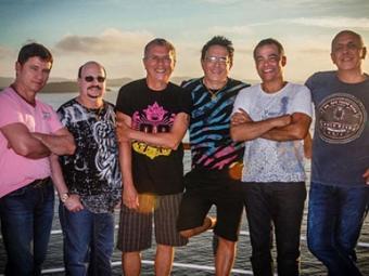 Grupo no transatlântico onde apresentou o Cruzeiro Roupa Nova - Foto: Divulgação   Ag. A TARDE