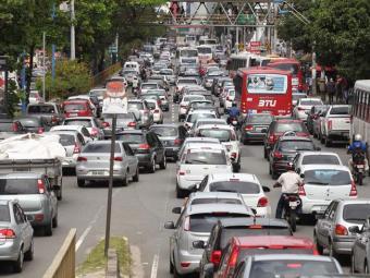 Confira o tràfego agora em Salvador - Foto: Raul Spinassé Ag. A TARDE