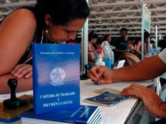 Segundo pesquisa, houve expansão de 2,48% no total de vínculos ativos - Foto: Agência Brasil