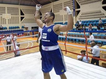 Juan celebra a conquista - Foto: Divulgação   CBBoxe