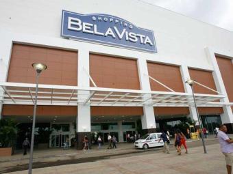 O shopping informou que em poucos minutos a fumaça foi dissipada - Foto: Gildo Lima| Ag. A TARDE. 13/07/2012