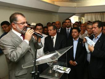 O presidente da Assembleia Legislativa, Marcelo Nilo (PDT), fala para os convidados no almoço - Foto: Fernando Amorim | Ag. A TARDE