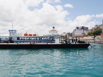 Pausa foi causada por causa da maré baixa, que impediu a atracação das embarcações - Foto: Joá Souza   Ag. A TARDE