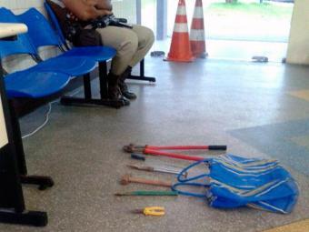 Ferramentas usadas por assaltante no arrombamento foram apreendidas - Foto: Hilton Koch | Foto do Leitor