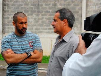 José Junior durante gravação no Complexo Penitenciário de Bangu, no Rio de Janeiro - Foto: Conexões Urbanas | Reprodução