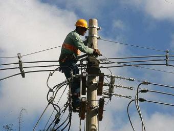 O serviço deve ser retomado a partir das 12h, quando a reparação será finalizada. - Foto: Iracema Chequer   Agência A TARDE