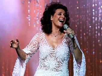 Depois de sucessos populares e canções natalinas, Simone agora se volta ao discurso feminino - Foto: Divulgação