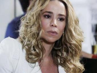 A médica fala a Nico que não deixará ele ficar com o filho dela - Foto: TV Globo | Divulgação
