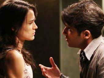 Amélia despreza o ex-marido ao descobrir que ele voltará para a mansão - Foto: TV Globo | Divulgação