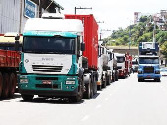 Bando roubava dinheiro e mercadorias transportadas nos caminhões - Foto: Edilson Lima/ Ag. A TARDE