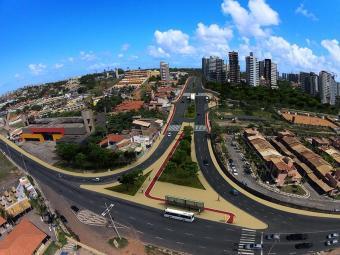 Avenida que liga a Orla a Av. Paralela está sendo duplicada - Foto: Divulgação