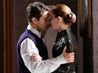 Viktor e Sílvia se beijam e são flagrados por Manfred - Foto: TV Globo   Divulgação