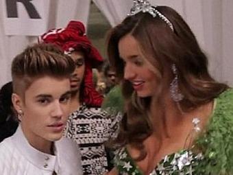Justin Bieber e Miranda Keer no Victoria's Secret Show - Foto: CBS divulgação