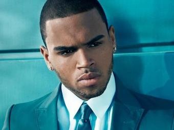 Chris Brown foi solto após pagar fiança - Foto: Monalisa Sembor | Site oficial | Reprodução