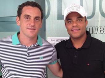 Mancini (à direira, ao lado de Ferrugem) atuou no Bahia em 2012 e estava sem jogar profissionalmente - Foto: Villa Nova-MG   Divulgação