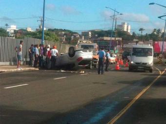 Ninguém ficou ferido no capotamento no Stiep - Foto: Reprodução   Bruna Altreiter   Facebook