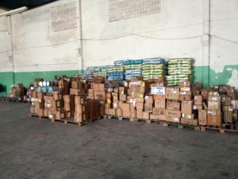 Os medicamentos foram encontrados no chão do depósito. - Foto: Paulo José   Acorda Cidade