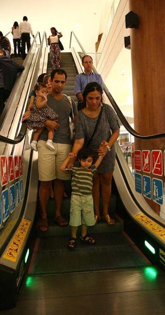 Pais devem manter as crianças longe da faixa amarela - Foto: Fernando Amorim   Ag. A TARDE