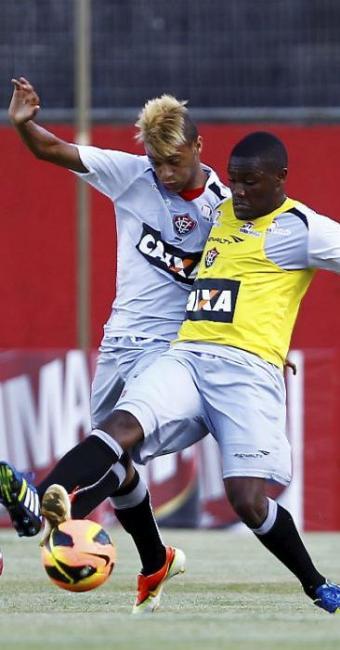 Após se destacar em Curitiba, William Henrique (E) é uma boa opção para o jogo contra o Goiás - Foto: Eduardo Martins   Ag. A TARDE