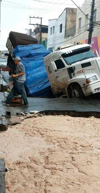 Situação não coloca em risco imóveis da área, segundo a Codesal - Foto: Reprodução | Aline Sales | Facebook