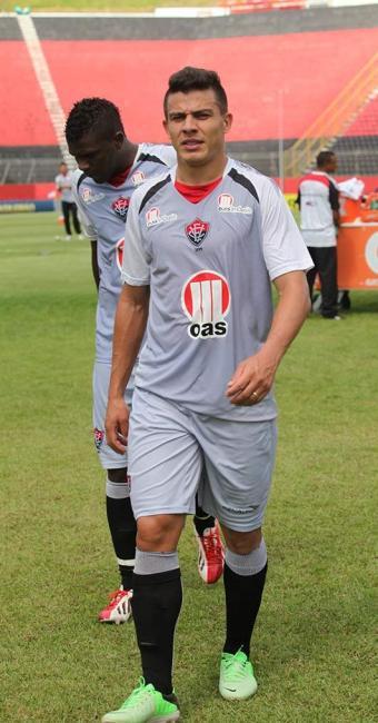 Lateral Ayrton está confirmado para enfrentar seu ex-clube - Foto: Edilson Lima   Ag. A TARDE
