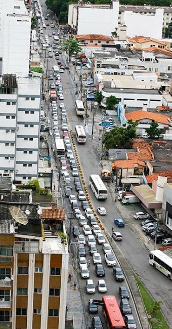 Paulo VI terá sentido único para veículos de passeio na direção Correios-Caminho das Árvores - Foto: Marco Aurélio Martins | Ag. A Tarde