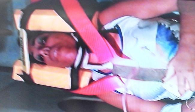 Motorista atingida por carro foi socorrida pelo Samu e está no Hospital Espanhol - Foto: Reprodução | TV Bahia