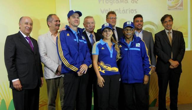 O COL reunido com alguns dos voluntários da Copa das Confederações de 2013, no Brasil - Foto: Carlos Moraes/Agência O Dia/Folhapress