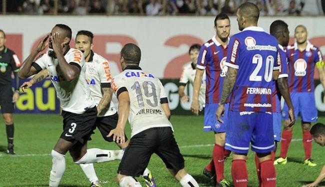 Defesa do Bahia vacilou e tomou dois gols em lances de cobrança de escanteio - Foto: Léo Santos / Estadão Conteúdo
